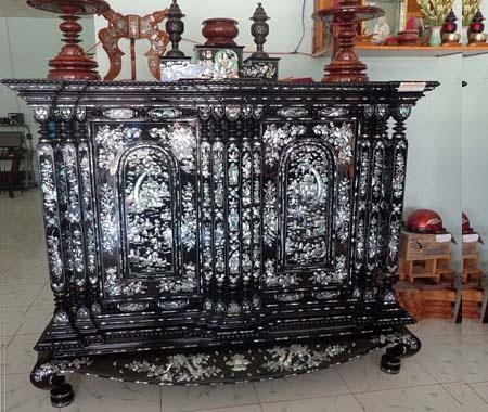 Tủ thờ khảm ốc cổ kính và trang trọng