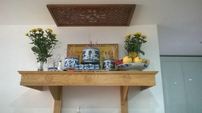 Bàn thờ treo tường có mái giá rẻ - Nội Thất Bàn Thờ Việt