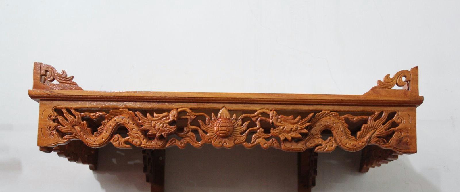 Bàn thờ treo chạm rồng có kiểu dáng tiện dụng và phù hợp sử dụng cho việc thờ cúng trong gia đình